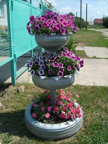 Вот какую многоярусную вазу мне соорудил мой муж для петуний фото 1