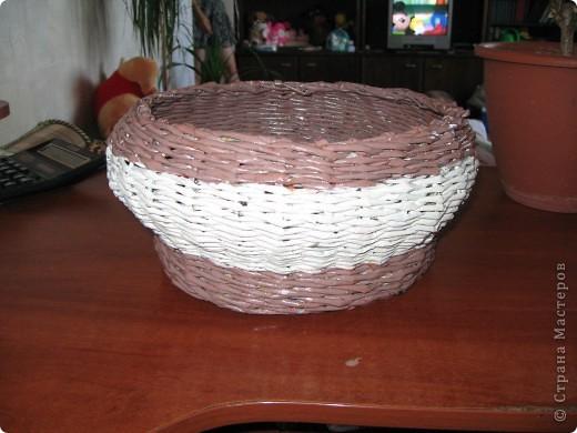 """Вот такая вот получилась плетенка, которая, как и все предыдущие """"ушла"""" в подарок! Высота - 25 см, диаметр дна - 25 см, диаметр в широком месте - 45 см....  фото 3"""