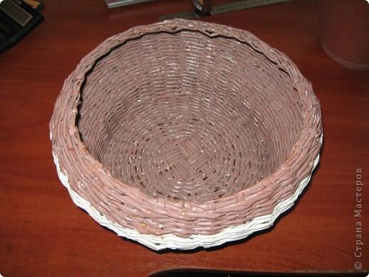 """Вот такая вот получилась плетенка, которая, как и все предыдущие """"ушла"""" в подарок! Высота - 25 см, диаметр дна - 25 см, диаметр в широком месте - 45 см....  фото 4"""