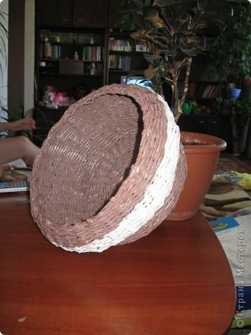 """Вот такая вот получилась плетенка, которая, как и все предыдущие """"ушла"""" в подарок! Высота - 25 см, диаметр дна - 25 см, диаметр в широком месте - 45 см....  фото 5"""