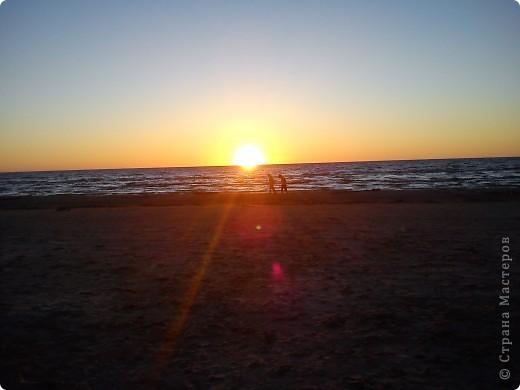Говорят. где родился. там и пригодился. Поэтому отдыхать люблю дома, в родной Латвии. А если - Латвия, море, значит Юрмала! Национальная гордость страны. Но ,разочарую сразу - не Юрмала.  Там ,конечно хорошо, но суетно, шумно, тесно, дорого, много туристов. После учебного года хочется тишины, покоя. Вот об этом и пойдет речь!  Место, где всегда отдыхаю я ,называется Видземское взморье. Тоже Балтика, тоже Рижский залив. Но ТИШИНА!!! фото 14