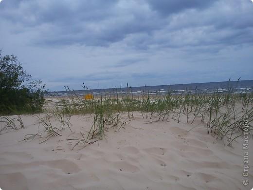 Говорят. где родился. там и пригодился. Поэтому отдыхать люблю дома, в родной Латвии. А если - Латвия, море, значит Юрмала! Национальная гордость страны. Но ,разочарую сразу - не Юрмала.  Там ,конечно хорошо, но суетно, шумно, тесно, дорого, много туристов. После учебного года хочется тишины, покоя. Вот об этом и пойдет речь!  Место, где всегда отдыхаю я ,называется Видземское взморье. Тоже Балтика, тоже Рижский залив. Но ТИШИНА!!! фото 2