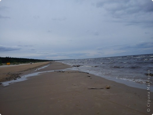 Говорят. где родился. там и пригодился. Поэтому отдыхать люблю дома, в родной Латвии. А если - Латвия, море, значит Юрмала! Национальная гордость страны. Но ,разочарую сразу - не Юрмала.  Там ,конечно хорошо, но суетно, шумно, тесно, дорого, много туристов. После учебного года хочется тишины, покоя. Вот об этом и пойдет речь!  Место, где всегда отдыхаю я ,называется Видземское взморье. Тоже Балтика, тоже Рижский залив. Но ТИШИНА!!! фото 5