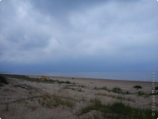 Говорят. где родился. там и пригодился. Поэтому отдыхать люблю дома, в родной Латвии. А если - Латвия, море, значит Юрмала! Национальная гордость страны. Но ,разочарую сразу - не Юрмала.  Там ,конечно хорошо, но суетно, шумно, тесно, дорого, много туристов. После учебного года хочется тишины, покоя. Вот об этом и пойдет речь!  Место, где всегда отдыхаю я ,называется Видземское взморье. Тоже Балтика, тоже Рижский залив. Но ТИШИНА!!! фото 6