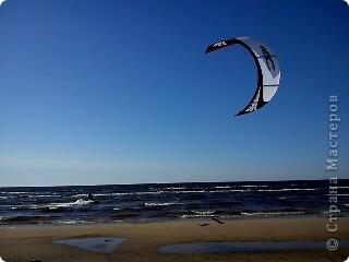 Говорят. где родился. там и пригодился. Поэтому отдыхать люблю дома, в родной Латвии. А если - Латвия, море, значит Юрмала! Национальная гордость страны. Но ,разочарую сразу - не Юрмала.  Там ,конечно хорошо, но суетно, шумно, тесно, дорого, много туристов. После учебного года хочется тишины, покоя. Вот об этом и пойдет речь!  Место, где всегда отдыхаю я ,называется Видземское взморье. Тоже Балтика, тоже Рижский залив. Но ТИШИНА!!! фото 8