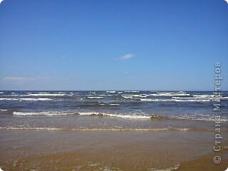 Говорят. где родился. там и пригодился. Поэтому отдыхать люблю дома, в родной Латвии. А если - Латвия, море, значит Юрмала! Национальная гордость страны. Но ,разочарую сразу - не Юрмала.  Там ,конечно хорошо, но суетно, шумно, тесно, дорого, много туристов. После учебного года хочется тишины, покоя. Вот об этом и пойдет речь!  Место, где всегда отдыхаю я ,называется Видземское взморье. Тоже Балтика, тоже Рижский залив. Но ТИШИНА!!! фото 50