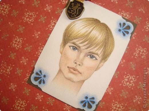 Новая серия миниатюрных портретов от моей сестры! Нарисованны архитектурными фломастерами и акварельными карандашами.  Первой выбирает Анечка Ку, мы давно ей обещали:-)  фото 11