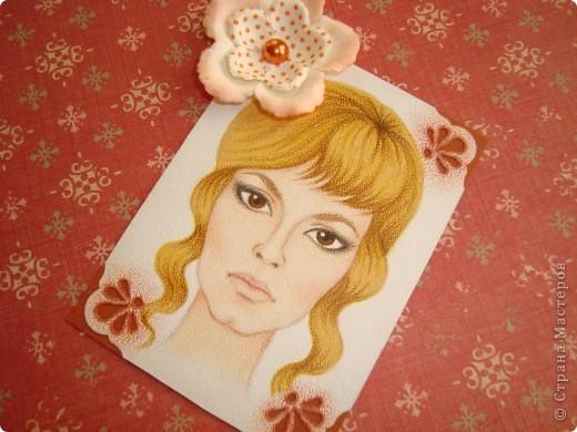 Новая серия миниатюрных портретов от моей сестры! Нарисованны архитектурными фломастерами и акварельными карандашами.  Первой выбирает Анечка Ку, мы давно ей обещали:-)  фото 5