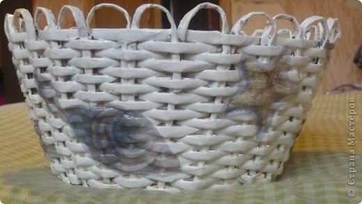 Вот такая плетёночка получилась....сплела, покрыла разбавленным пва, далее покрыла белой акриловой эмалью,затем декупаж, и акриловым лаком на водной основе.(Декупаж делала впервые.) фото 1