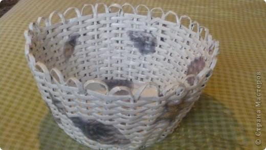 Вот такая плетёночка получилась....сплела, покрыла разбавленным пва, далее покрыла белой акриловой эмалью,затем декупаж, и акриловым лаком на водной основе.(Декупаж делала впервые.) фото 2