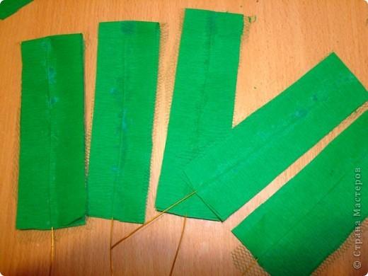 Вот такой странный лист у меня получился.... пыталась найти М.К листочков для свит-букета не нашла,пришлось выдумывать самой.... фото 9