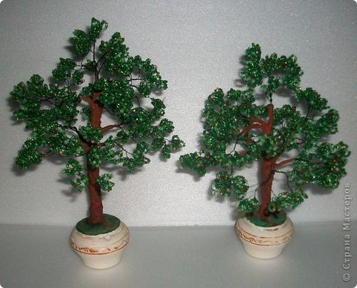 Источник.  Вот такие два деревца из бисера сделала в качестве подарка.  Наталья Линкер.  Страна мастеров.
