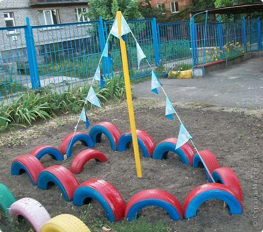 Вот и мы построили лодочку в детском саду из автомобильных покрышек.  фото 2