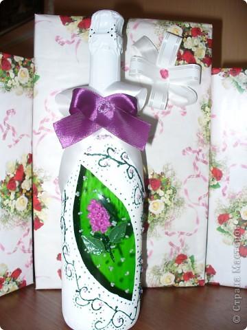 Сестра на работе показала фото набора, который я сделала и О Чудо, набор очень понравился женщине и она заказала 2-ю бутылку к набору. Это фото новой бутылочки. Хозяйка захотела разные по цвету бутылки, но с одинаковым рисунком. фото 2