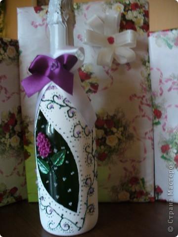 Сестра на работе показала фото набора, который я сделала и О Чудо, набор очень понравился женщине и она заказала 2-ю бутылку к набору. Это фото новой бутылочки. Хозяйка захотела разные по цвету бутылки, но с одинаковым рисунком. фото 1