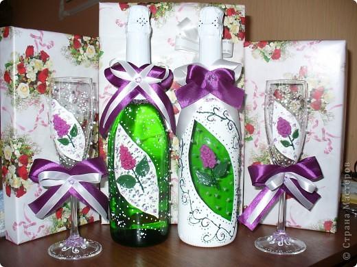 Сестра на работе показала фото набора, который я сделала и О Чудо, набор очень понравился женщине и она заказала 2-ю бутылку к набору. Это фото новой бутылочки. Хозяйка захотела разные по цвету бутылки, но с одинаковым рисунком. фото 3
