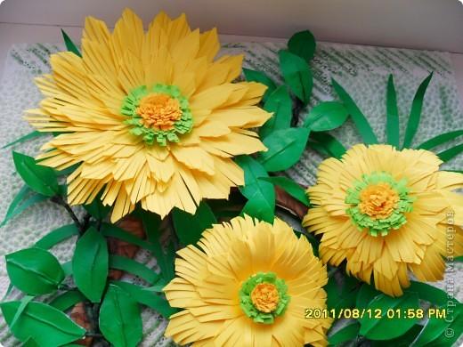 На корейском сайте нашла вот такие цветы, очень понравились, сделала. А вот с оформлением тупиковая ситуация. Попробовала вот такой вариант, что-то не очень нравится... фото 2