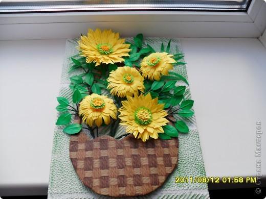 На корейском сайте нашла вот такие цветы, очень понравились, сделала. А вот с оформлением тупиковая ситуация. Попробовала вот такой вариант, что-то не очень нравится... фото 1
