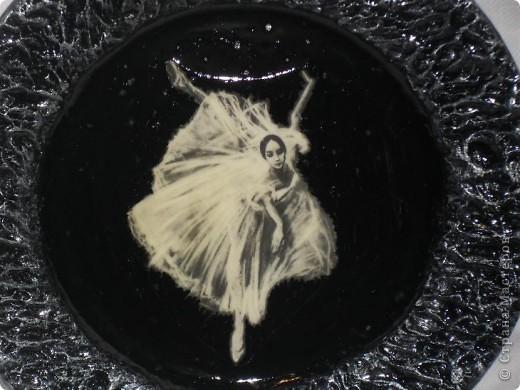 Вот переделала тарелочку с балериной. Вот такой она была. фото 3
