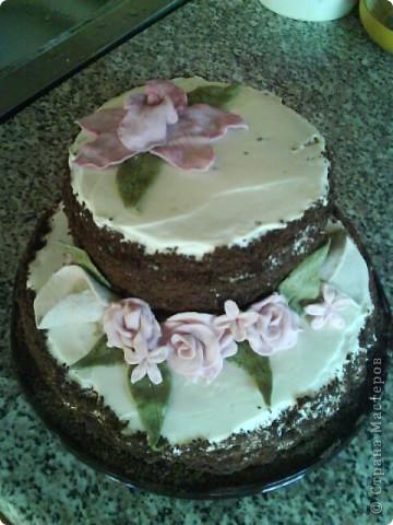 Вот такой тортик я сварганила на День рождение бабушке))) чесно такой большой торт пекла первый раз)) и наконецто получилась мастика, только на этот раз я делала из маршмеллоу а не желатиновую))) фото 1