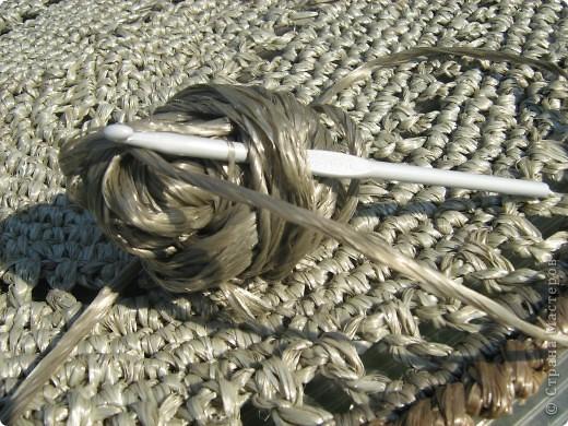 Из упаковочной веревки связала вот такой коврик.  фото 3