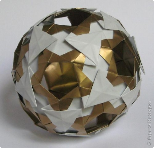 Всем привет!  Equilateral triangle unit by David Petty Вот схема: часть1: http://www.davidpetty.me.uk/origamiemporium/bucky1.htm часть2: http://www.davidpetty.me.uk/origamiemporium/bucky2.htm фото 2