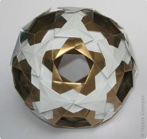 Всем привет!  Equilateral triangle unit by David Petty Вот схема: часть1: http://www.davidpetty.me.uk/origamiemporium/bucky1.htm часть2: http://www.davidpetty.me.uk/origamiemporium/bucky2.htm фото 1