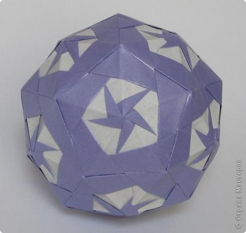 Всем привет!  Equilateral triangle unit by David Petty Вот схема: часть1: http://www.davidpetty.me.uk/origamiemporium/bucky1.htm часть2: http://www.davidpetty.me.uk/origamiemporium/bucky2.htm фото 6