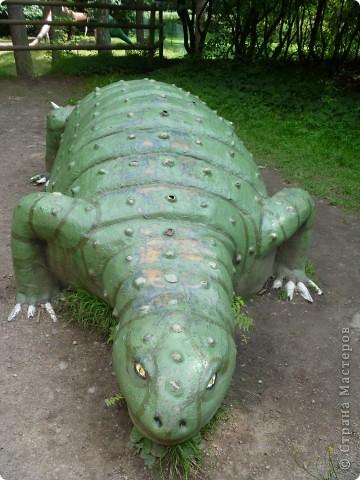 Эти Динозаврки установлены при входе в зоопарк. г. Борос Швеция. Они сделаны в натуральную величину, очень огромные. Детям очень нравится по ним лазить и играть. фото 3
