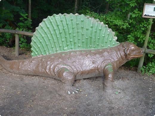 Эти Динозаврки установлены при входе в зоопарк. г. Борос Швеция. Они сделаны в натуральную величину, очень огромные. Детям очень нравится по ним лазить и играть. фото 8
