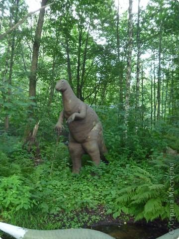Эти Динозаврки установлены при входе в зоопарк. г. Борос Швеция. Они сделаны в натуральную величину, очень огромные. Детям очень нравится по ним лазить и играть. фото 10