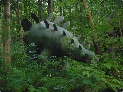 Эти Динозаврки установлены при входе в зоопарк. г. Борос Швеция. Они сделаны в натуральную величину, очень огромные. Детям очень нравится по ним лазить и играть. фото 11