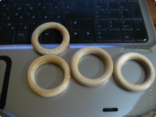 вот она моя красавица!!!Прошу вас девочки-мастерицы мне снова помочь..Как вот сделать эти замечательные петельки для деревянных колец???Заранее всем спасибо...   фото 2