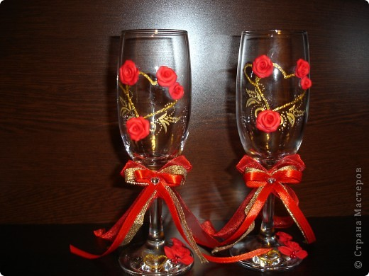 Вот в таком красном цвете получились бокалы для сестренки. Доделаю весь набор и выложу позже
