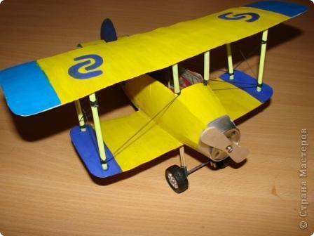 На выставку в детский сад сыну смастерили  аэроплан . фото 1