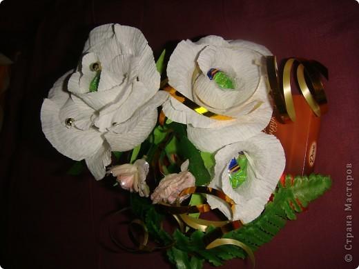 Очень надо было срочно сделать подарки на день рождения .3 шоколадки украсила в технике свит дизайна.Это оранжевые розочки. фото 4