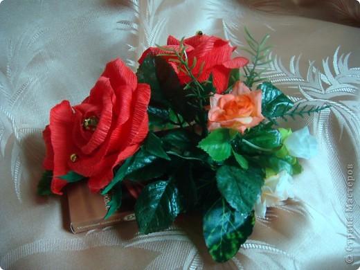 Очень надо было срочно сделать подарки на день рождения .3 шоколадки украсила в технике свит дизайна.Это оранжевые розочки. фото 5