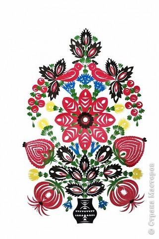 Петриковская вытынанка - это и название моей работы, и один из подвидов декоративно-прикладного искусства Украины. Петриковская вытынанка появилась параллельно с росписью. Ею женщины украшали дома ( печь, стены, простенки между окнами). Давно это было, но искусство старых мастеров не забыто. Села Петриковка и Царичанка Днепропетровской  области  являются центрами, где творили в прошлом и продолжают развивать искусство вытынанки сегодня многие мастера.                                                 фото 1