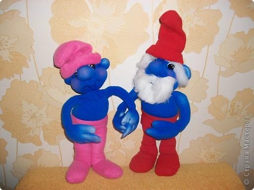 Недавно на экраны вышел новый мультик, про каких-то странных синих человечков. К сожалению я его не смотрела, я моя любимая племянница настойчиво просила этих смурфиков. Вот и пришлось срочно экспериментировать. Нашла в интернете картинки и работа закипела. фото 3