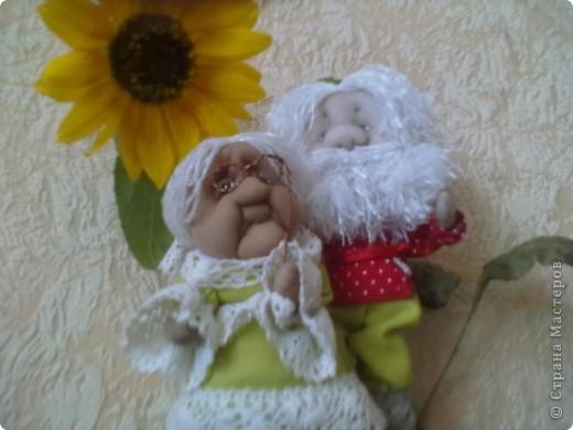 Бабушка-хранительница домашнего очага. Моя первая проба. Это как ребенок: задумывал одно, а плод трудов проявил свой характер, получилась бабушка. А уж одежки для кукол я все детство изобретала. фото 5