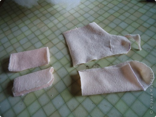 Вот такого малыша из носочка я сшила-веселый позитивный малыш!Самое сложное в его изготовлении-найти подходящие носки. фото 6
