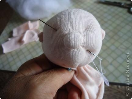Вот такого малыша из носочка я сшила-веселый позитивный малыш!Самое сложное в его изготовлении-найти подходящие носки. фото 10