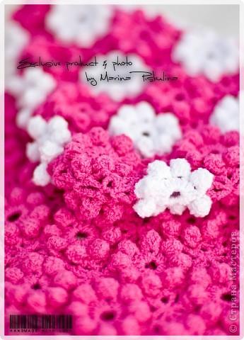 """Наконец довязала цветочную жилетку, которая задумывалась как кофточка с рукавами, но эти цветочки столько ниточек """"кушают"""", что едва-едва хватило на жилетку )) фото 3"""