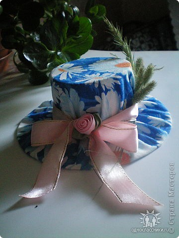 Игольницы с основанием из старых дисков - отличная идея! Хотя сами по себе шляпки могут быть и оригинальным подарком и украшением интерьера... фото 5