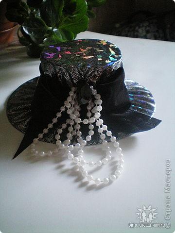 Игольницы с основанием из старых дисков - отличная идея! Хотя сами по себе шляпки могут быть и оригинальным подарком и украшением интерьера... фото 8