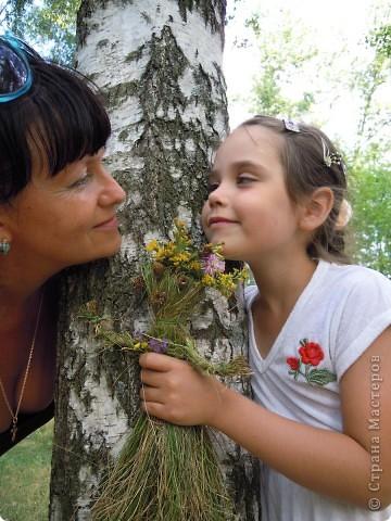 Травяная кукла гуляет в березовой роще.. Делали вместе с дочкой 6,5 лет.  фото 3