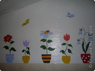 """и """"зацвел"""" умывальник  решили попробовать рисование на стене гуашью смешанной с ПВА, цветник не размазывается фото 1"""