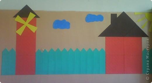 Стену оформила аппликацией из потолочной плитки. фото 2