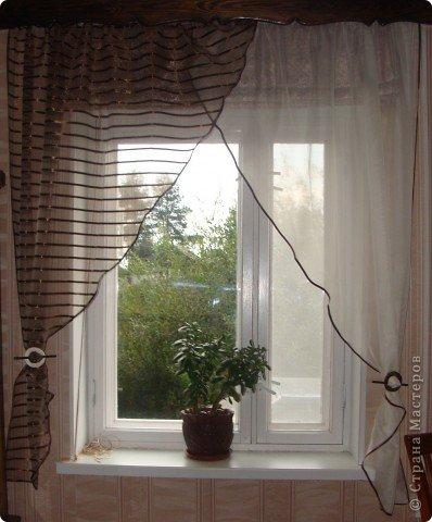 Вот такие получились шторы на кухню! Готовые варианты не подходили или по размеру или по цене. Тем более, что на кухне два окна, получалась очень круглая сумма. фото 1