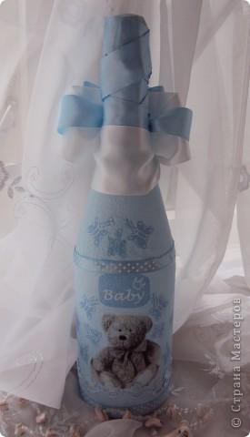 Была у меня уже подобная бутылочка с такой салфеткой, к сожалению детской темы в салфеткам маловато, поэтому приходится повторяться!!!!! Ещё одному родившемуся младенцу УРА!!!!!!!!